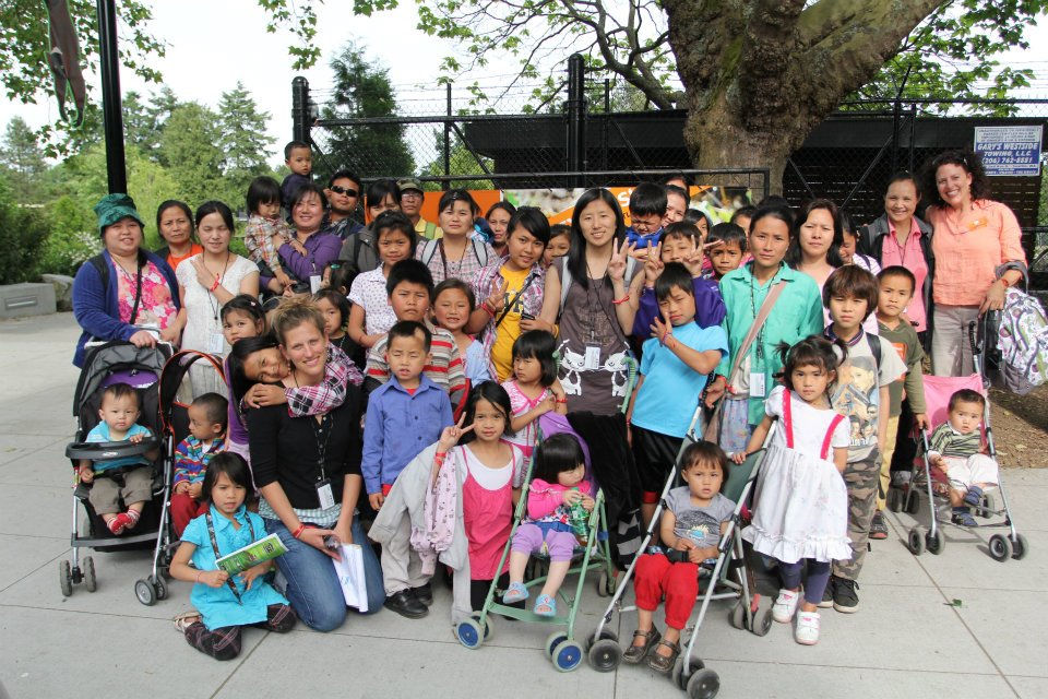 Students and their families visit the zoo for the final field trip of the Family Literacy program.